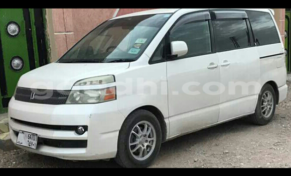 Buy Used Toyota Voxy White Car in Hargeysa in Somaliland