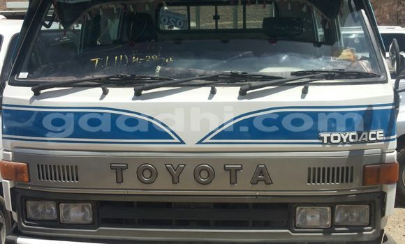 Buy Used Toyota 4Runner White Car in Mogadishu in Somalia