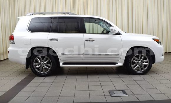Buy Used Lexus LX White Car in Mogadishu in Somalia
