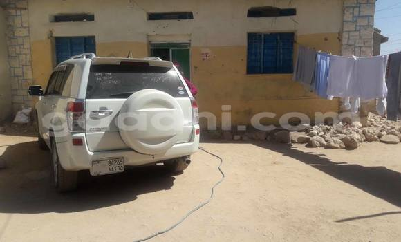 Oofamaa Toyota 4Runner White Makiinaa iti Hargeysa keessatti Somaliland keessatti