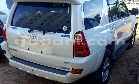 Acheter Neuf Voiture Toyota Hilux Surf Blanc à Mogadiscio au Somalie