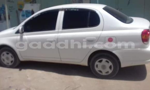 اشتري مستعمل Toyota Platz أبيض سيارة في هرجيسا في أرض الصومال