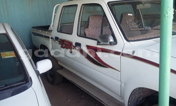 Buy Used Toyota Tacoma White Car in Hargeysa in Somaliland
