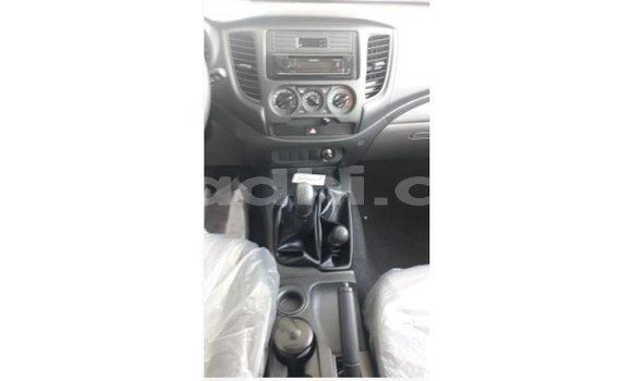 Buy Import Mitsubishi L200 White Car in Import - Dubai in Somalia