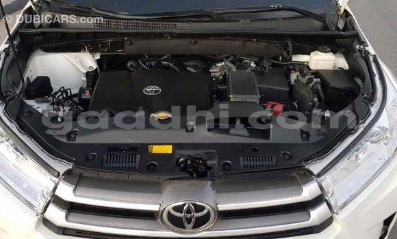 Buy Import Toyota Highlander White Car in Import - Dubai in Somalia