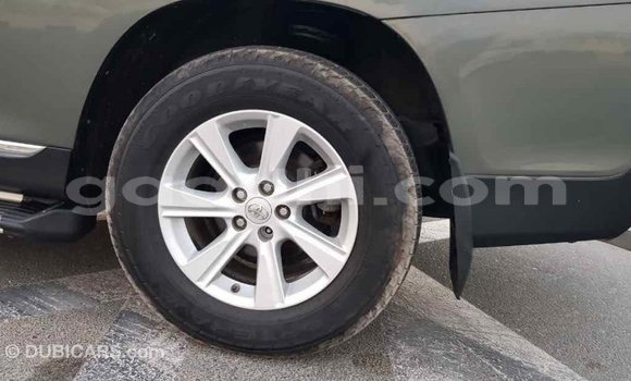 Buy Import Toyota Highlander Green Car in Import - Dubai in Somalia