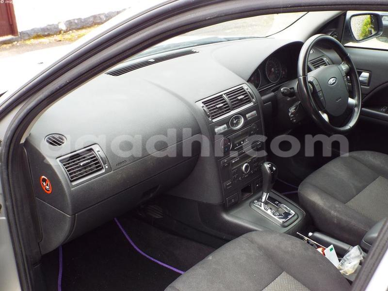 Big with watermark modeo interior front basic automatic
