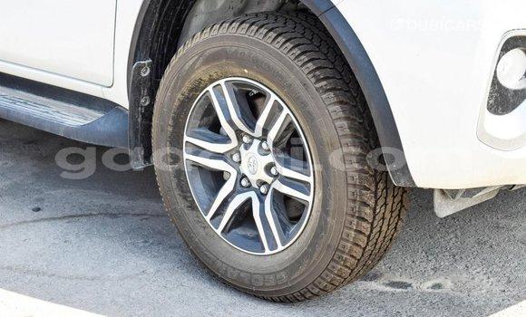 Acheter Importé Voiture Toyota Fortuner Blanc à Import - Dubai, Somalie