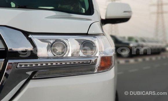 Acheter Importé Voiture Toyota Land Cruiser Blanc à Import - Dubai, Somalie