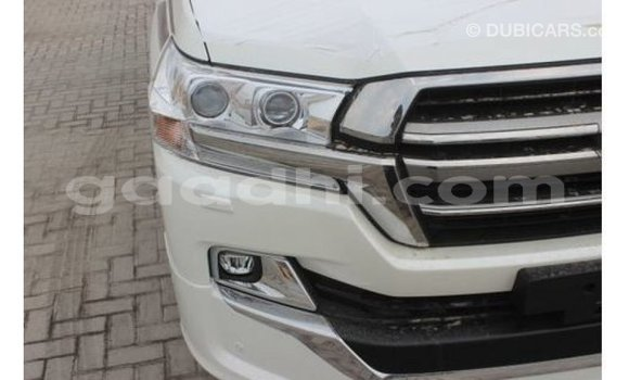 Buy Import Toyota Land Cruiser White Car in Import - Dubai in Somalia