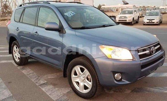 اشتري Imported Toyota HiAce أزرق شاحنة في Import - Dubai في الصومال