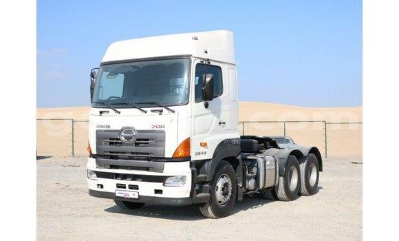 اشتري Imported Hino 300 Series أبيض شاحنة في Import - Dubai في الصومال