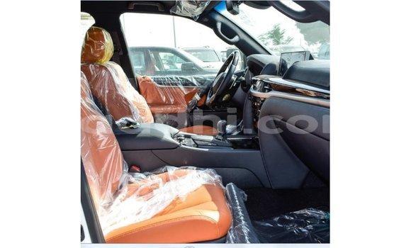 اشتري Imported Lexus LX أبيض سيارة في Import - Dubai في الصومال