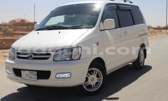 Haaraa Toyota 4Runner White Makiinaa iti Hargeysa keessatti Somaliland keessatti