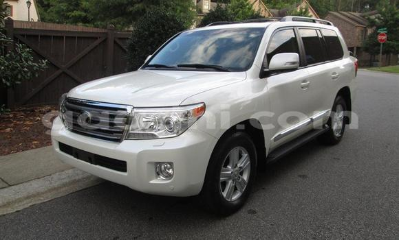 Buy Used Toyota Land Cruiser White Car in Mogadishu in Somalia
